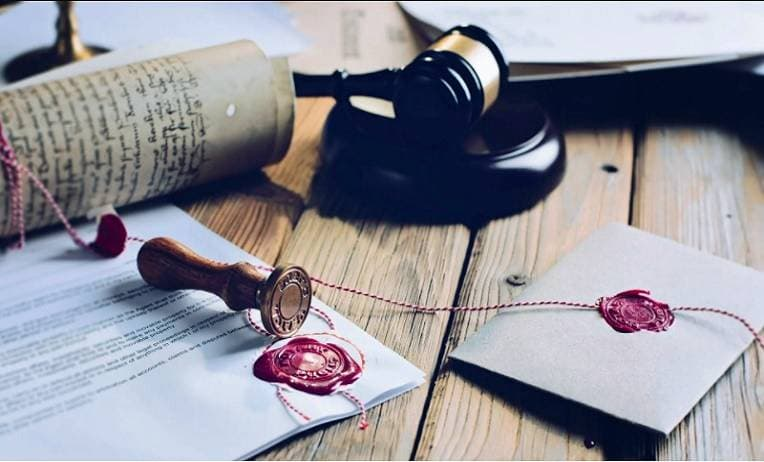 منح دراسية قانونية